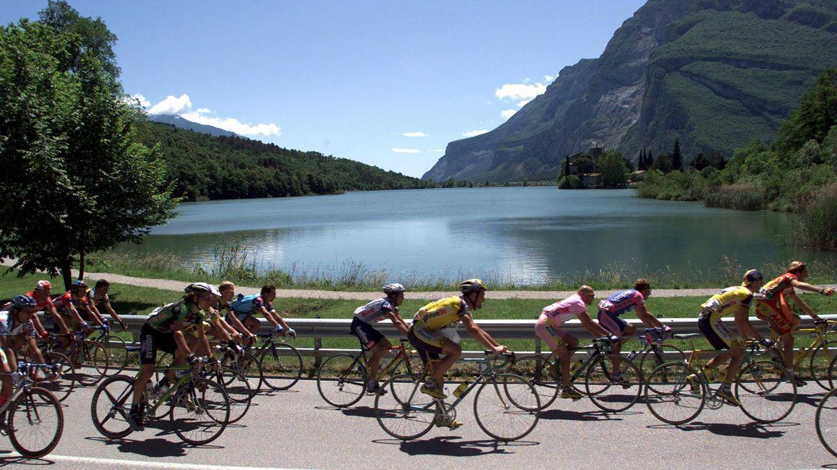 The pack of riders of the Giro D'Italia pass Lake Garda in 2015