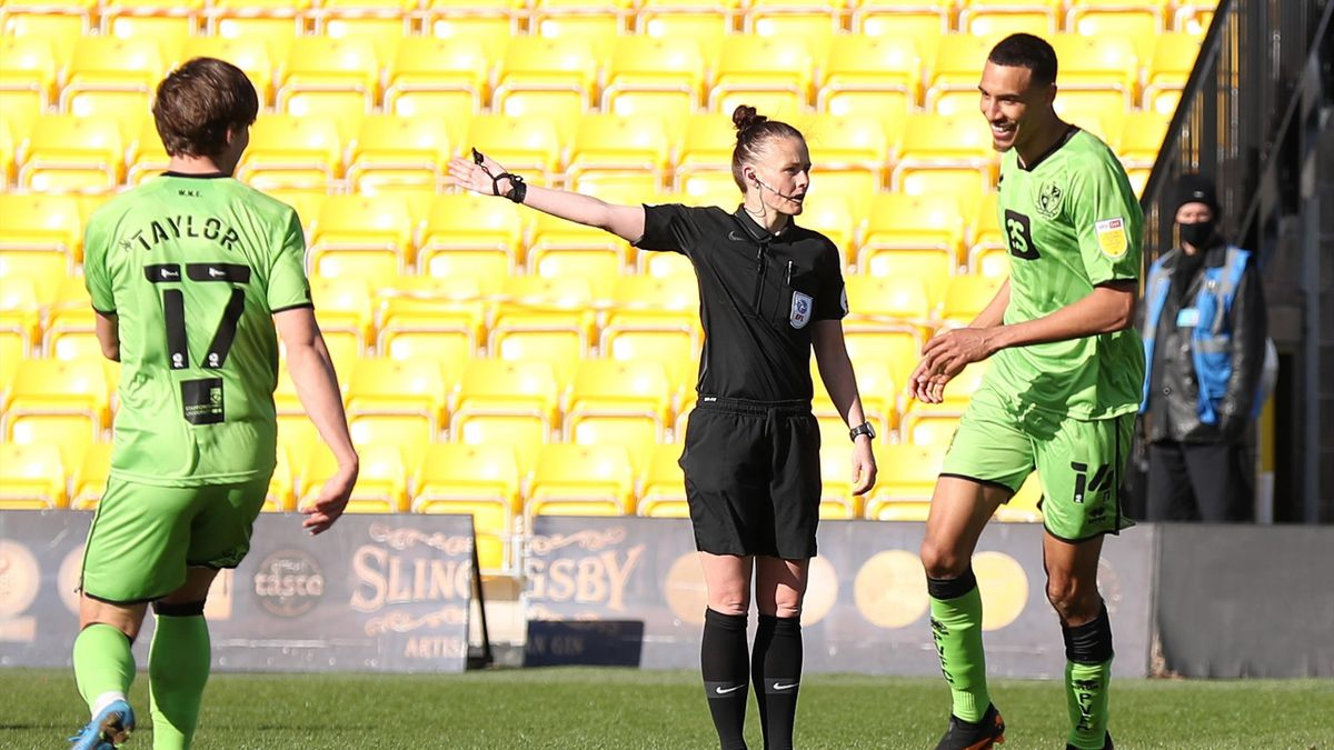 Match referee Rebecca Welch (C) gestures during the Sky Bet League Two match between Harrogate Town and Port Vale at The EnviroVent Stadium on April 05, 2021 in Harrogate, England.