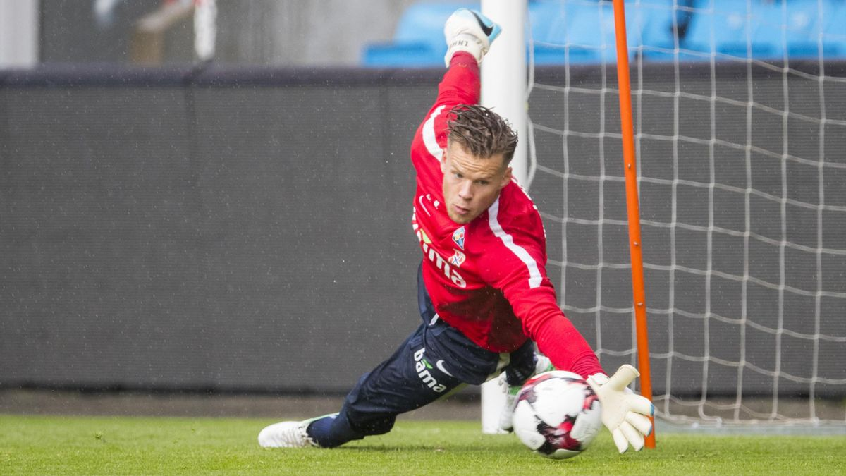Keeper Ørjan Håskjold Nyland under herrelandslagets fotballtrening på Ullevål stadion torsdag i forbindelse med VM-kvalifiseringskampen mot Tsjekkia lørdag.