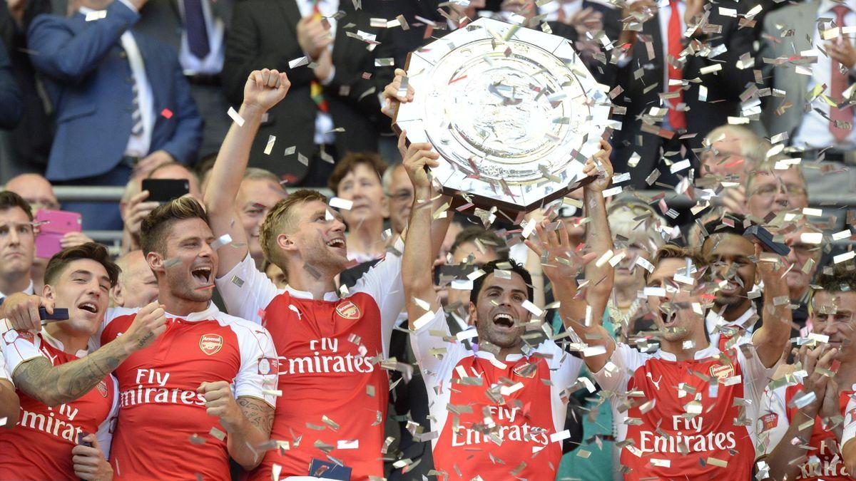 Arsenal celebrando la Comunity Shield