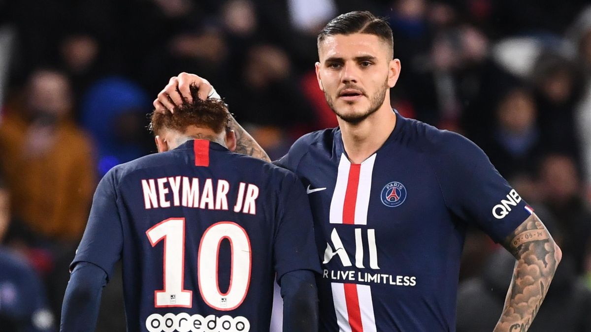 Paris Saint-Germain's Argentine forward Mauro Icardi (R) comforts Paris Saint-Germain's Brazilian forward Neymar as he leaves the pitch during the French L1 football match between Paris Saint-Germain (PSG) and Lille (LOSC) on November 22, 2019 at the Parc