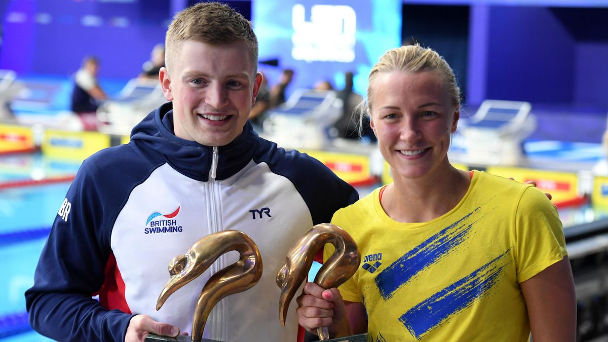 Britain's Adam Peaty (L) and Sweden's Sarah Sjoestroem hold their LEN Awards 2017 trophy during the awards ceremiony at the Tollcross swimming centre during the 2018 European Championships in Glasgow on August 9, 2018.