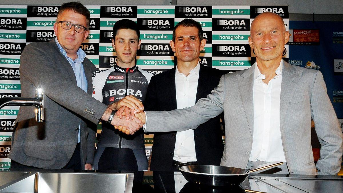 Philippe Harnick (hansgrohe - Geschäftsführer Belgium), Emanuel Buchmann, Ralph Denk (Team Manger), Willi Bruckbauer (Geschäftsführer BORA)