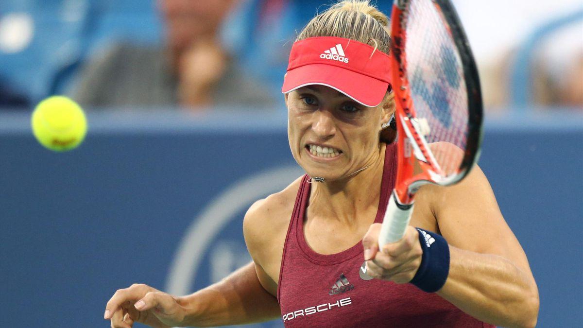 Kerber bids to replace Serena Williams at top of rankings.