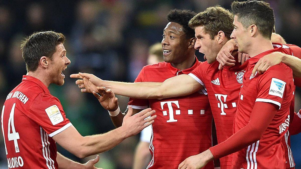 Der FC Bayern mit Xabi Alonso, David Alaba, Thomas Müller und Robert Lewandowski