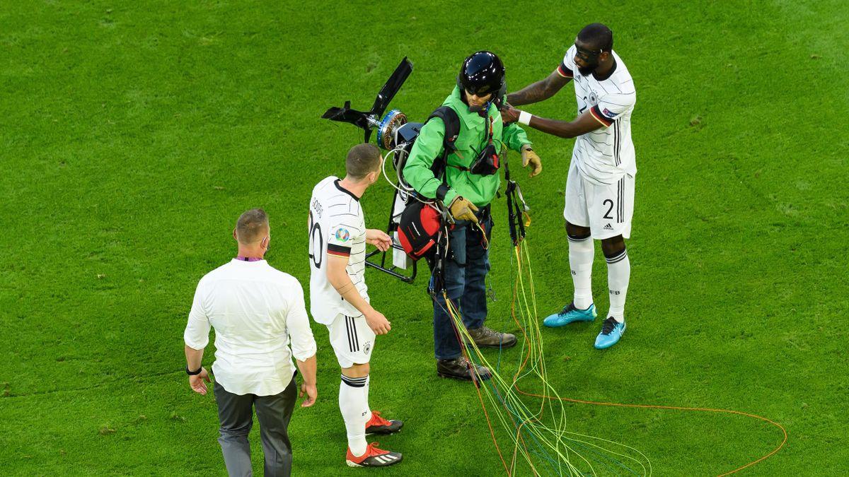 Акция «Гринписа» в матче Евро-2020 Франция – Германия