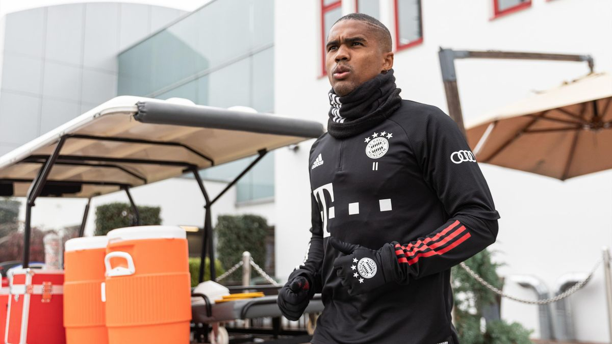 Douglas Costa vor dem Bayern-Training