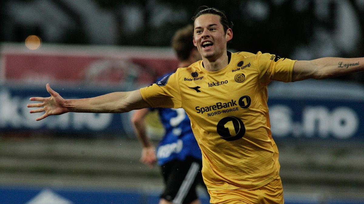 Bodø/Glimts Amor Layouni feirer scoring under 1. divisjons kampen mellom Bodø/Glimt og Florø på Aspmyra stadion.