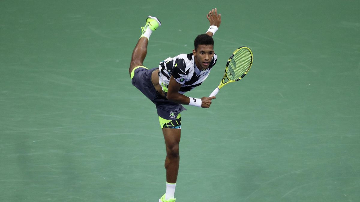 Felix Auger-Aliassime of Canada serves during his Men's Singles second round match against Andy Murray