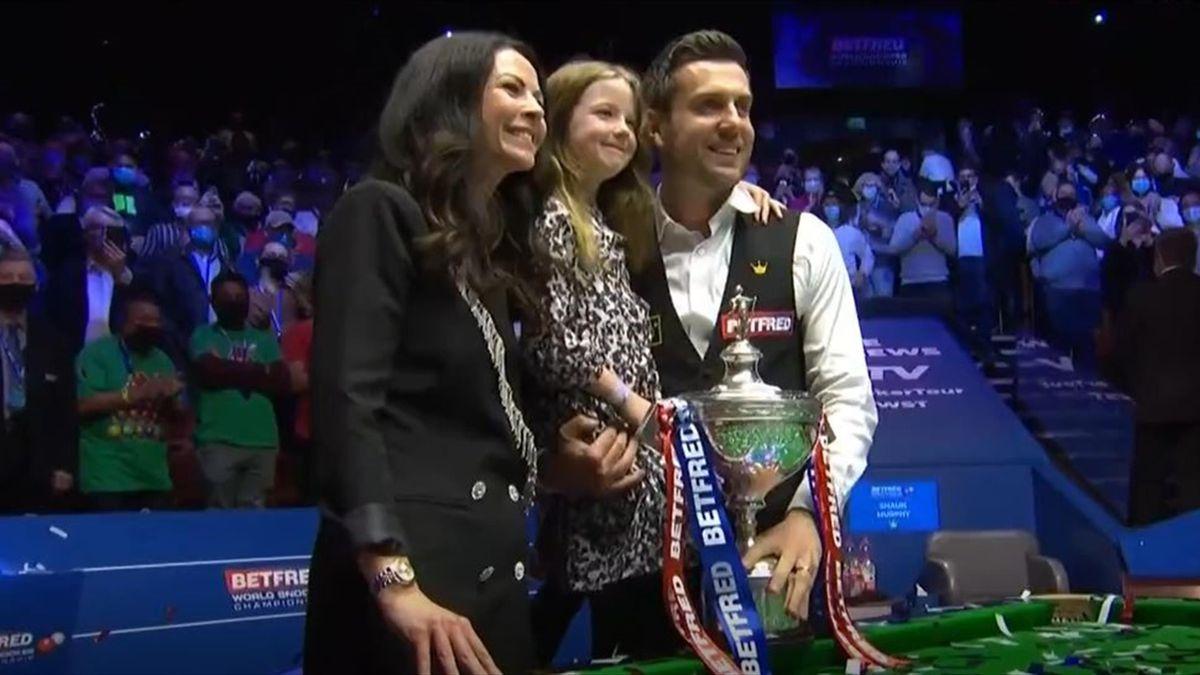 Weltmeister Mark Selby mit seiner Frau Vikki und seiner Tochter Sofia