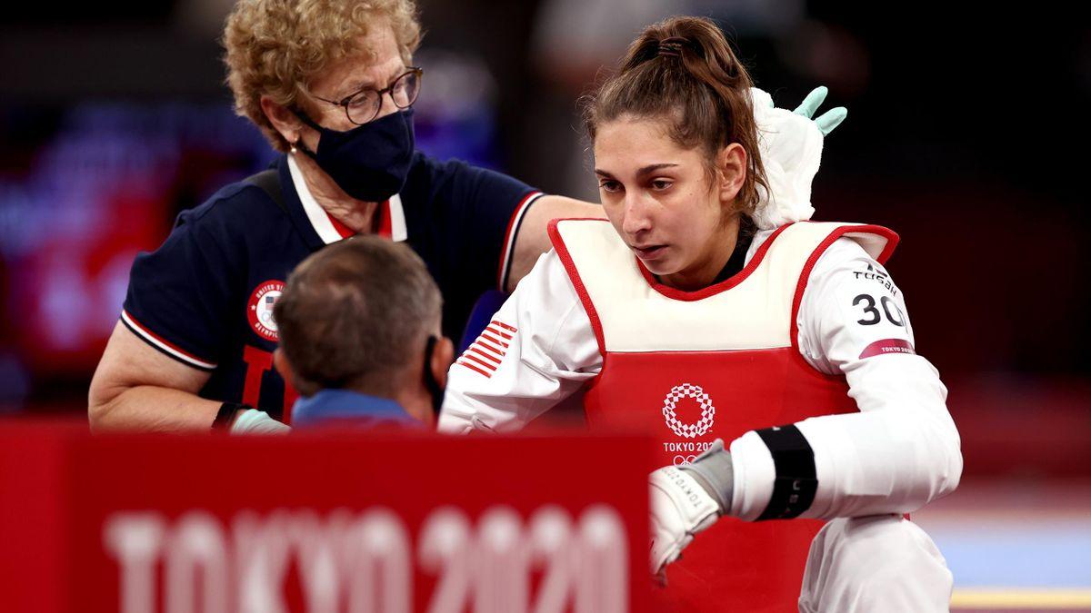 Kimia Alizadeh verliest de wedstrijd om brons en is teleurgesteld