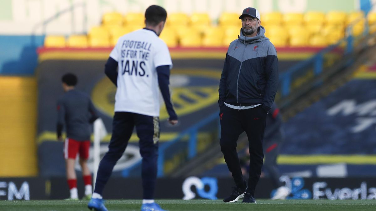 Liverpool-Trainer Jürgen Klopp (r.) findet T-Shirt-Aktion von Leeds United nicht gut