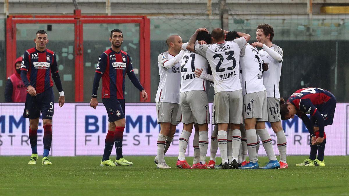 La gioia del Bologna dopo il momentaneo 2-2 di Schouten, Bologna-Crotone, Getty Images