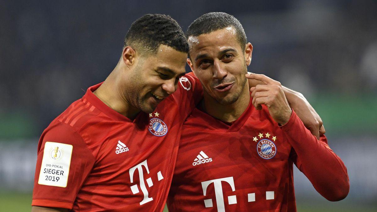 Serge Gnabry (li.) und Thiago vom FC Bayern München
