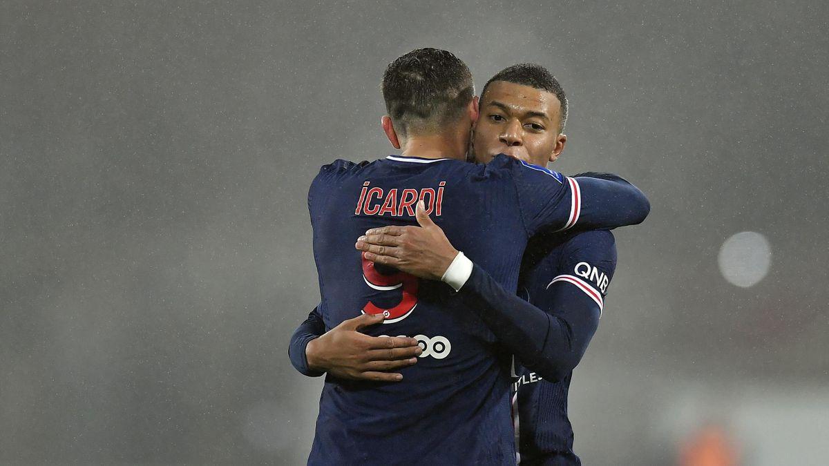 Mauro Icardi avec Kylian Mbappé lors du Trophée des champions en 2021 remporté par le PSG contre l'OM