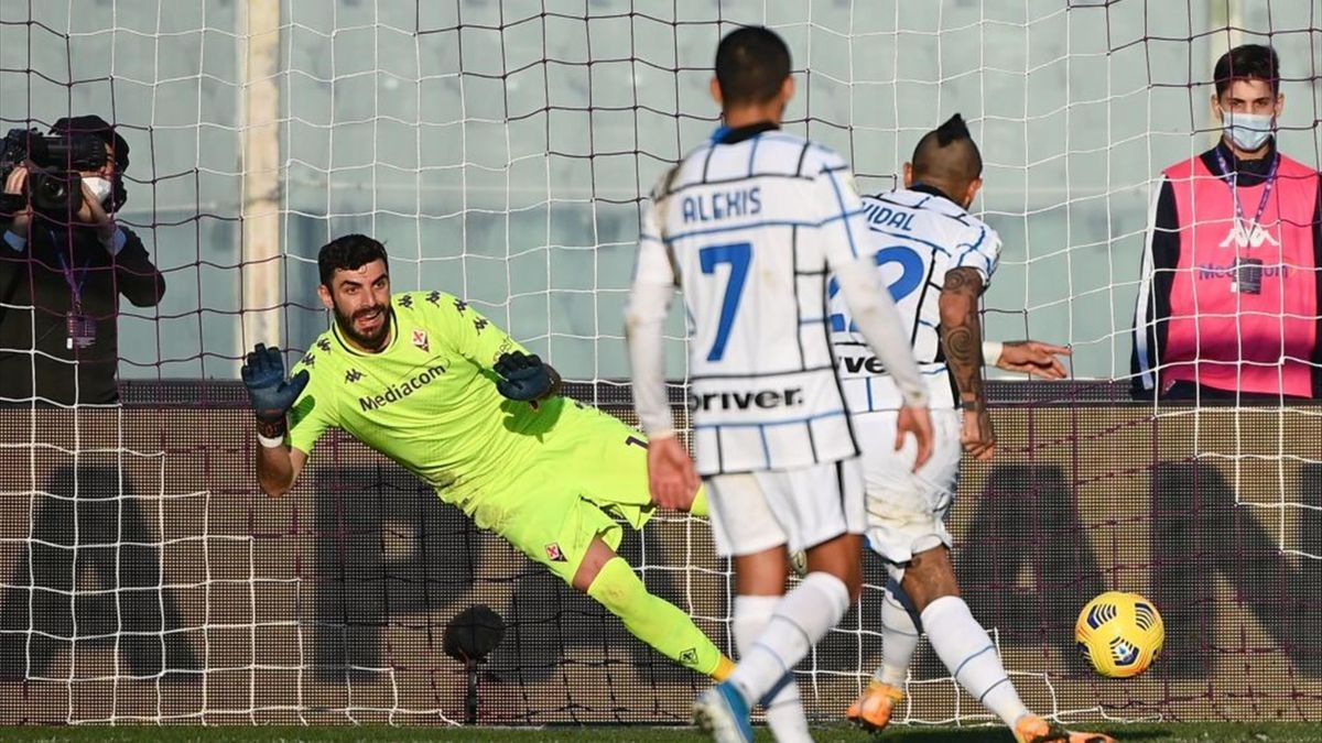 Il rigore trasformato da Vidal - Fiorentina-Inter Coppa Italia 2020-21
