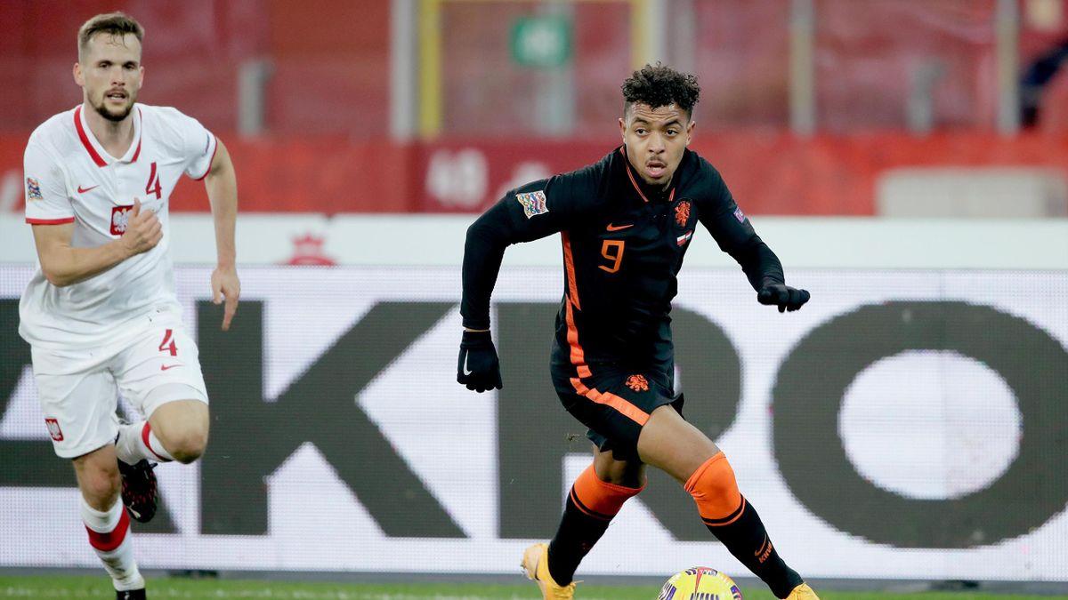 Donyell Malen (r.) im Trikot der niederländischen Nationalmannschaft im November 2020 gegen Polen