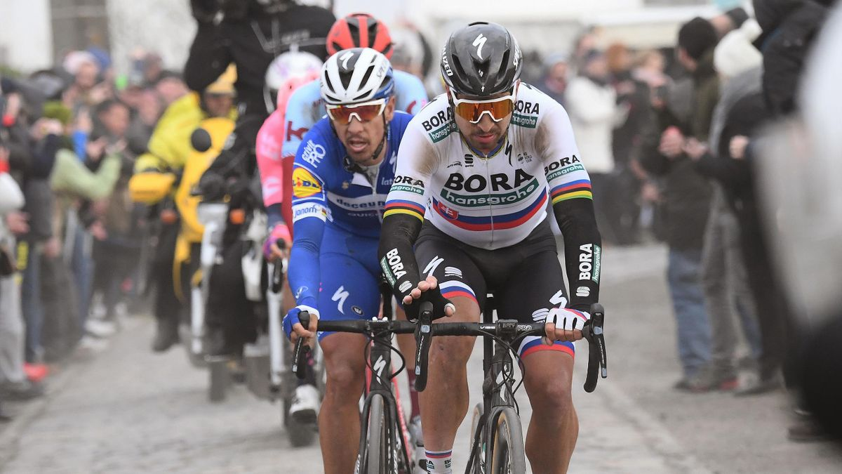 Peter Sagan en tête, devant Philippe Gilbert, futur vainqueur, lors de Paris-Roubaix 2019