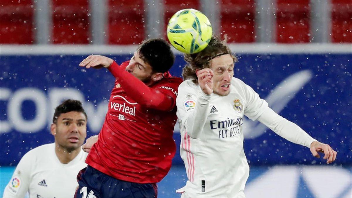 Jonathan Calleri et Luka Modric lors de Osasuna - Real Madrid en Liga en le 9 janvier 2021