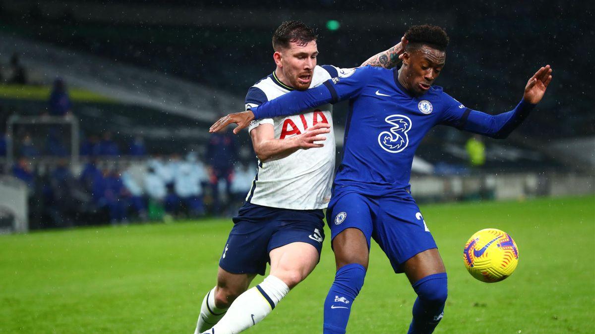 Chelsea's English midfielder Callum Hudson-Odoi (R) holds off Tottenham Hotspur's Danish midfielder Pierre-Emile Hojbjerg (L)