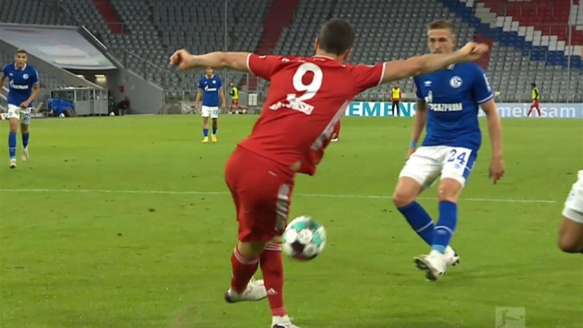 Robert Lewandowski (FC Bayern) gegen den FC Schalke - Screenshot: DAZN