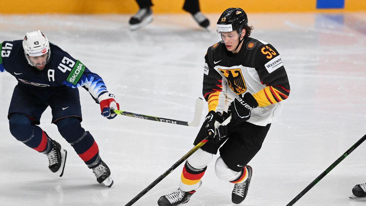 Moritz Seider (r.) im Vorrundenspiel gegen die USA