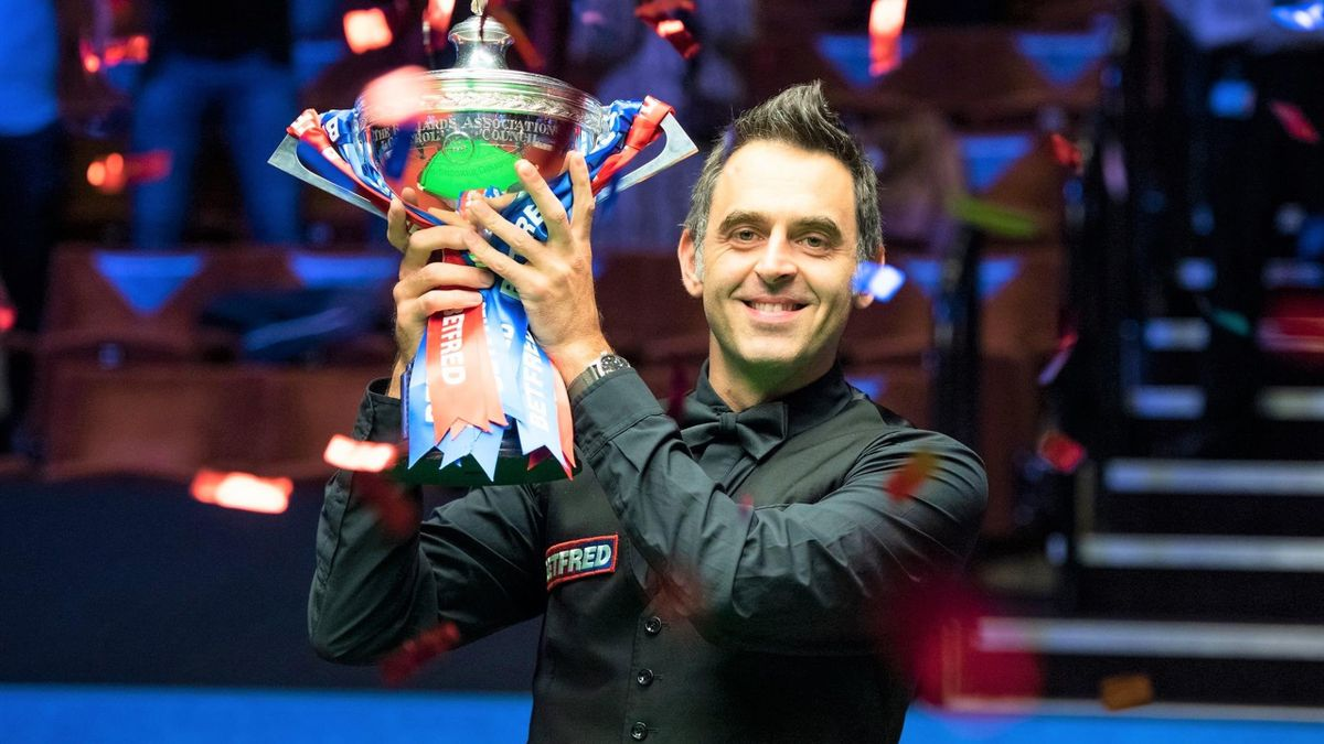 Ronnie O'Sullivan celebrates lifting his sixth World Championship title