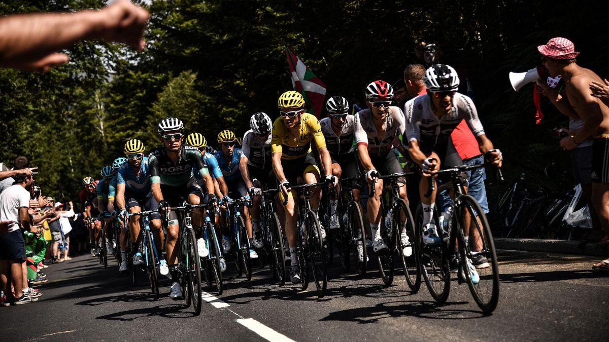 Le groupe des favoris du Tour de France lors de la 16e étape du Tour de France
