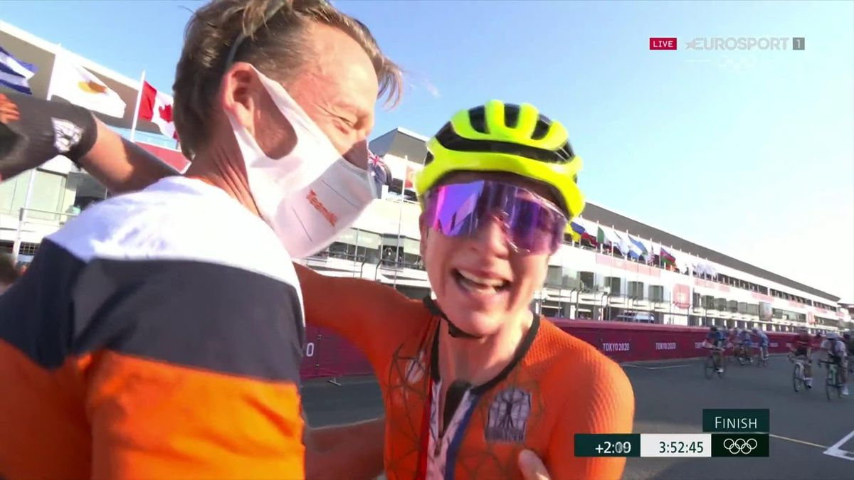 'I was wrong!' - Heartbreak as Van Vleuten wrongly believes she's won gold