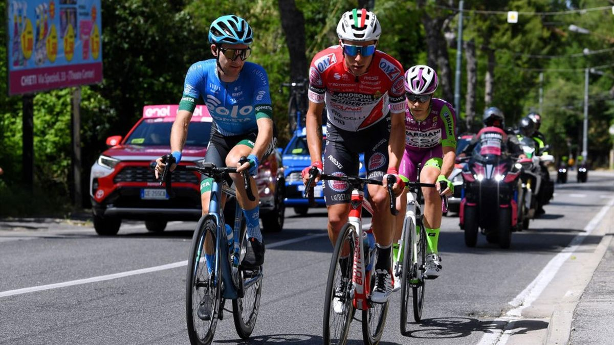 Simon Pellaud in fuga con Mark Christian e Umberto Marengo - Giro d'Italia 2021