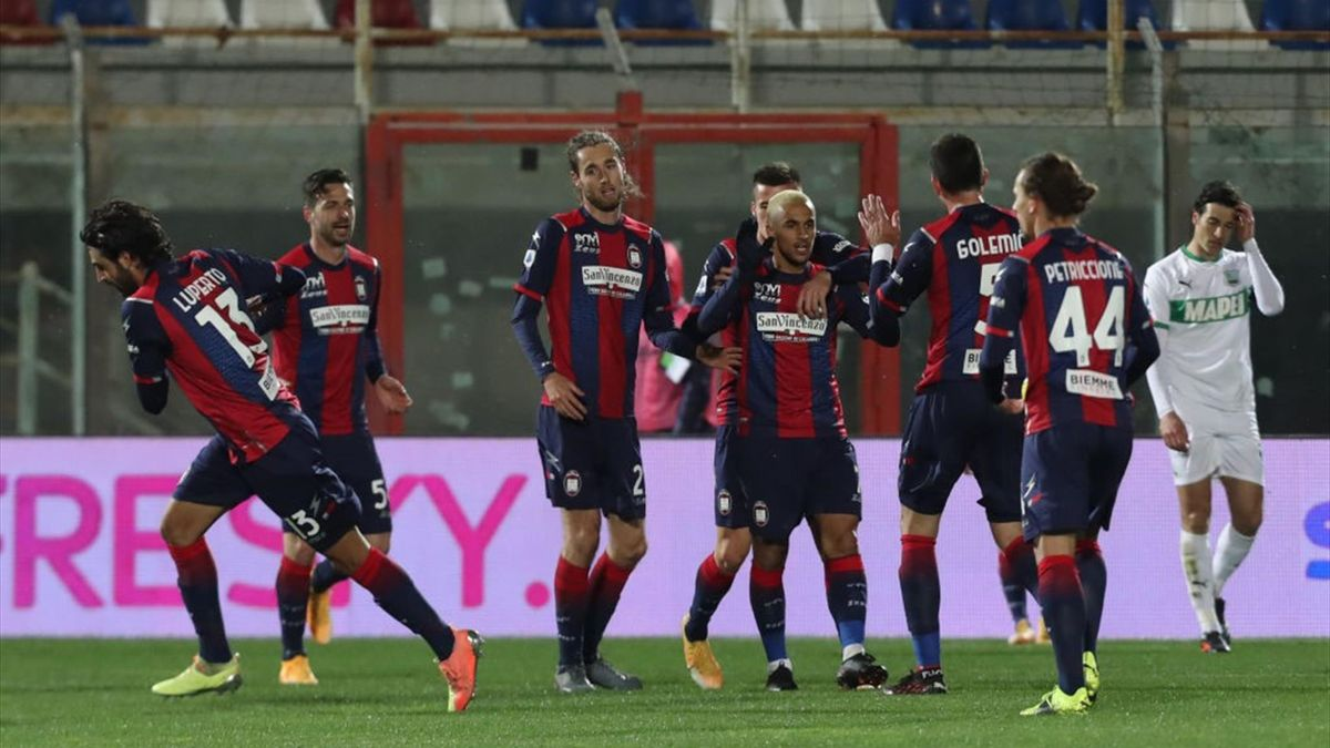 L'esultanza dei giocatori del Crotone - Crotone-Sassuolo Serie A 2020-21