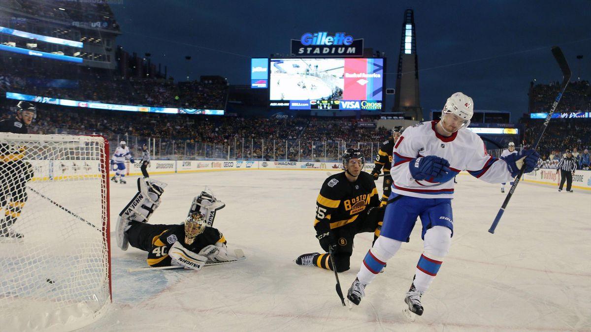 Пол Байрон забивает в матче «Монреаль» – «Бостон» в рамках «Зимней классики»