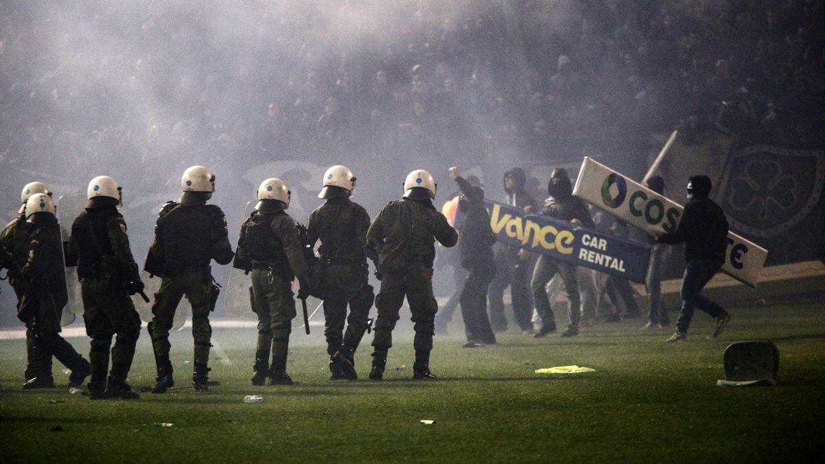 Болельщики срывают дерби «Панатинаикос» – «Олимпиакос»