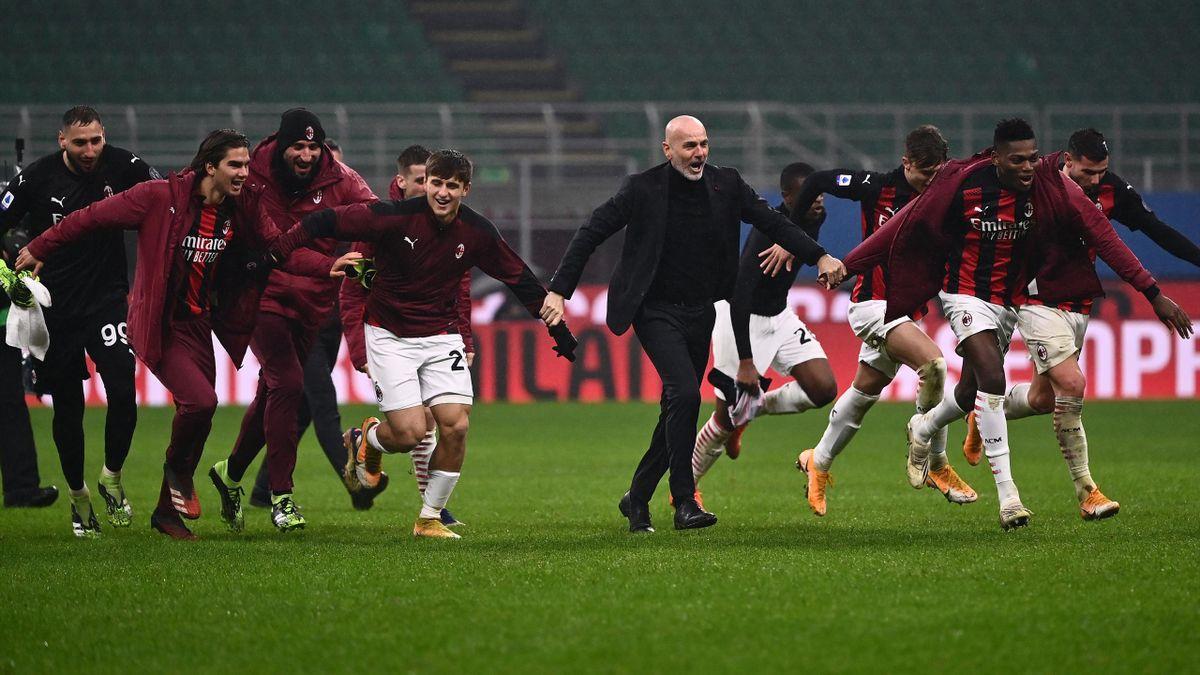 Stefano Pioli esulta insieme ai suoi ragazzi al termine di Milan-Lazio, Serie A 2020-21, Getty Images