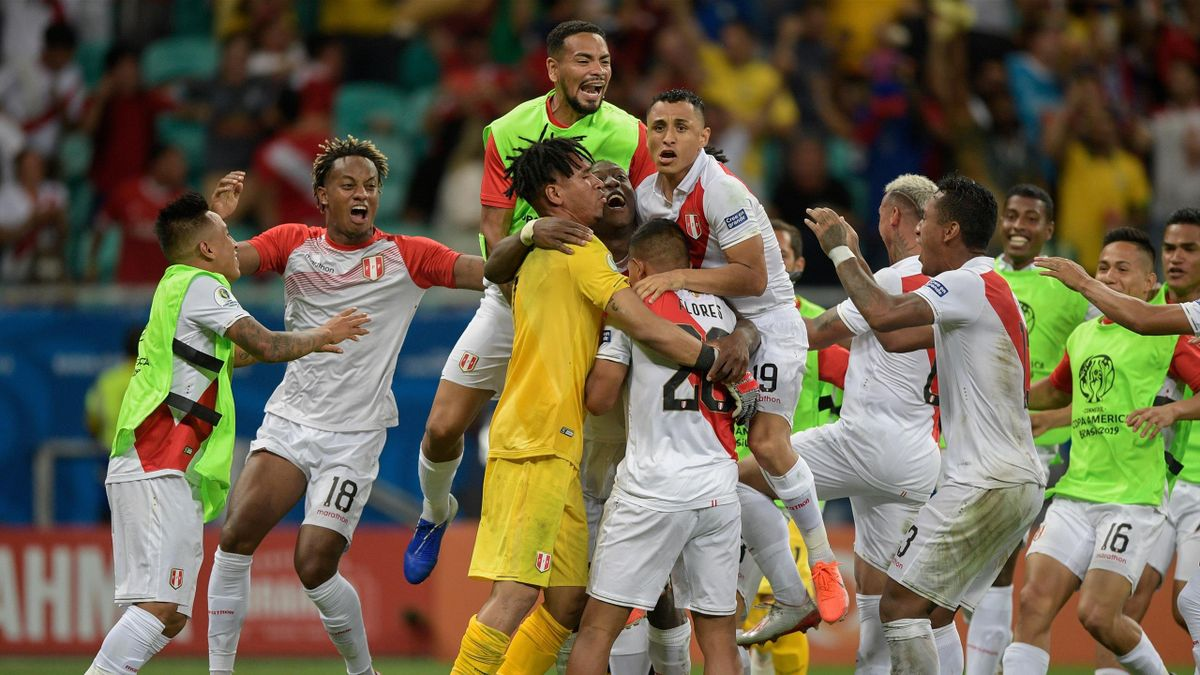 Peru's players celebrate after defeating Uruguay in the penalty shoot-out after tying 0-0 during their Copa America football tournament quarter-final match at the Fonte Nova Arena in Salvador, Brazil, on June 29, 2019