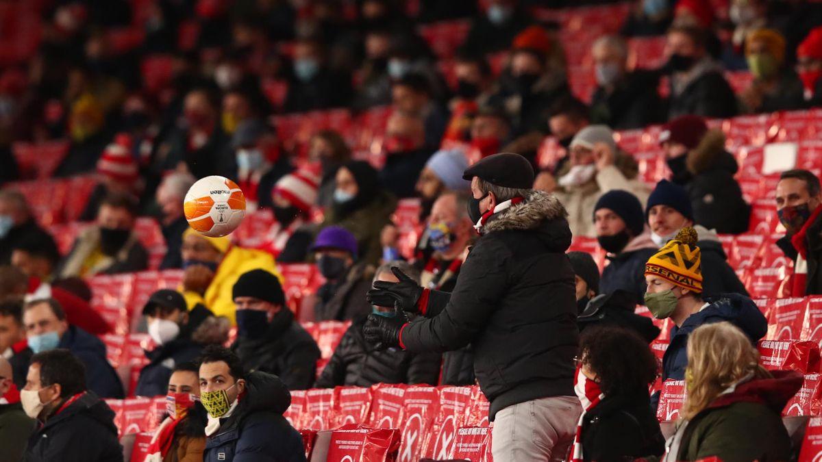 Des spectateurs dans l'Emirates Stadium le 3 décembre 2020 pour Arsenal-Rapid Vienne en Ligue Europa