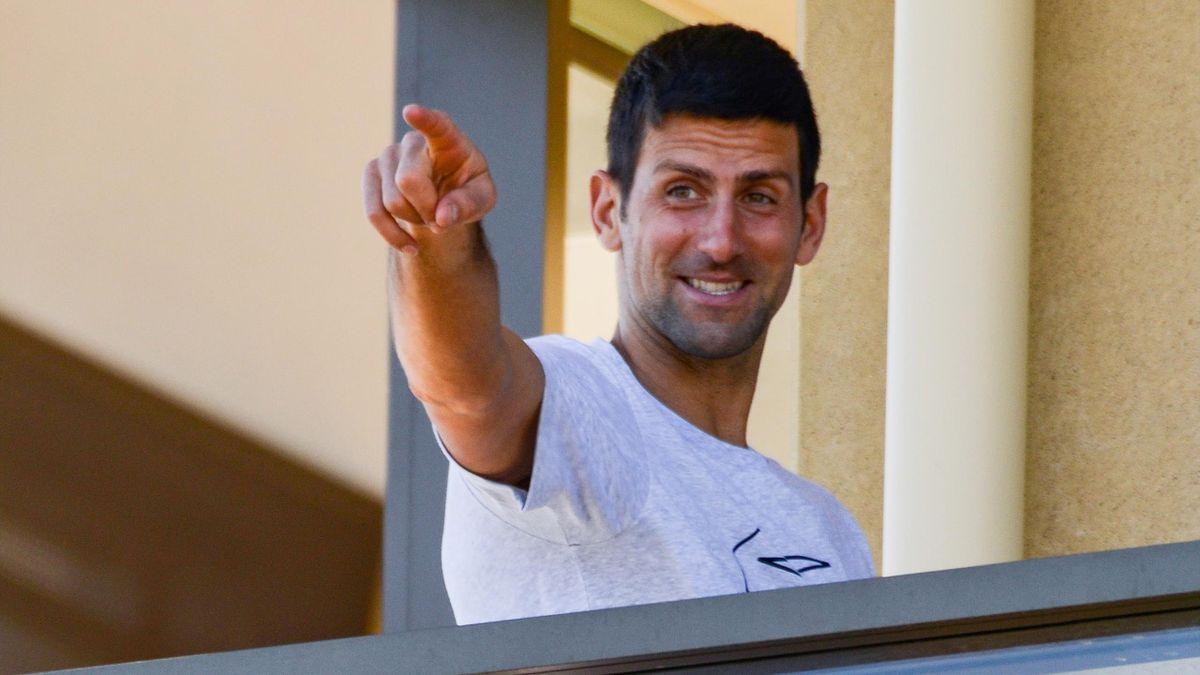 Novak Djokovic paparazzato nella sua suite di Adelaide