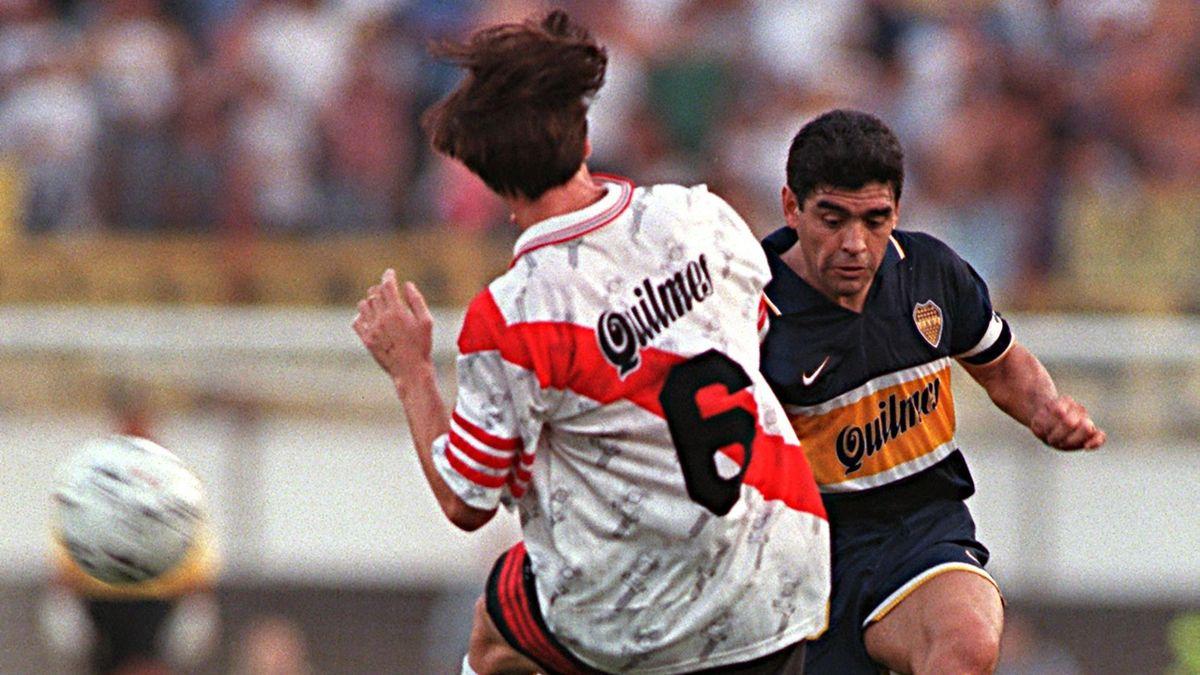 Diego Maradona, într-un meci Boca Juniors-River Plate