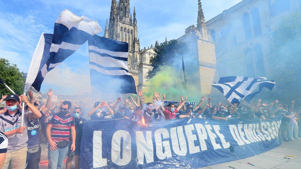 Les supporters de Bordeaux ont manifesté pour demander la démission de leur président Frédéric Longuépée