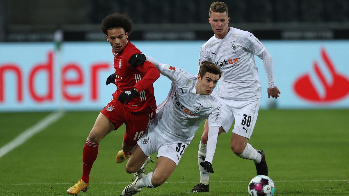 Gladbachs Florian Neuhaus (vorne) im Spiel gegen den FC Bayern München
