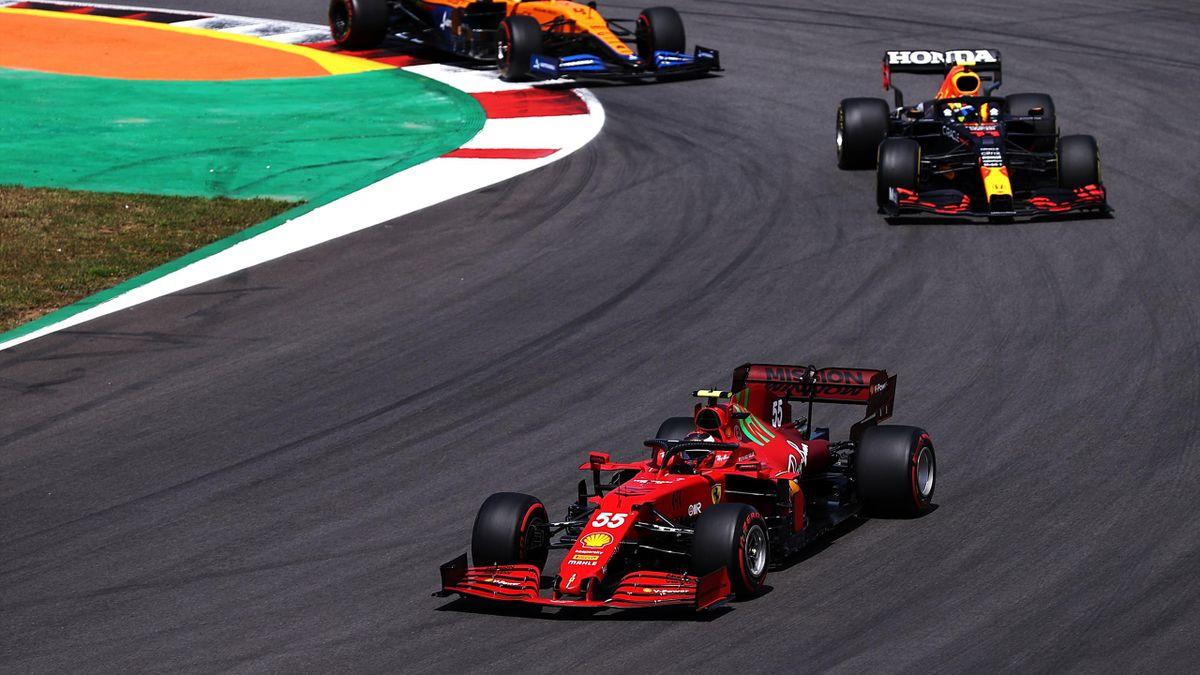 Carlos Sainz in lotta con Sergio Perez, F1, GP Portogallo, Getty Images