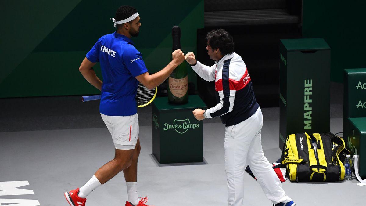 Jo-Wilfried Tsonga et Sebastien Grosjean lors du match de Coupe Davis entre la France et le Japon