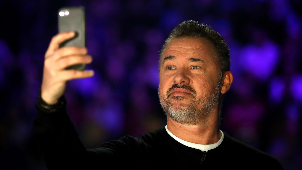 Stephen Hendry takes a selfie during a trip to the Masters.
