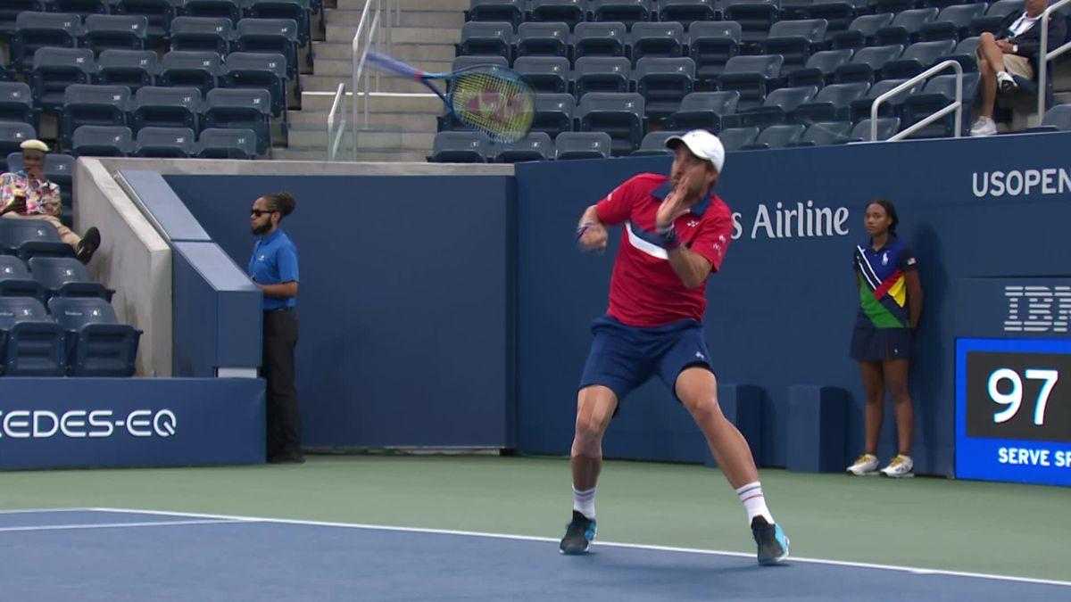 US Open   Johnson schrikt na mislukte service van zijn eigen racket