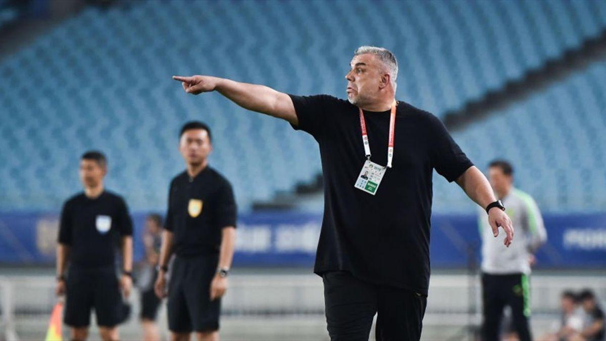 Cosmin Olăroiu, antrenorul celor de la Jiangsu Suning