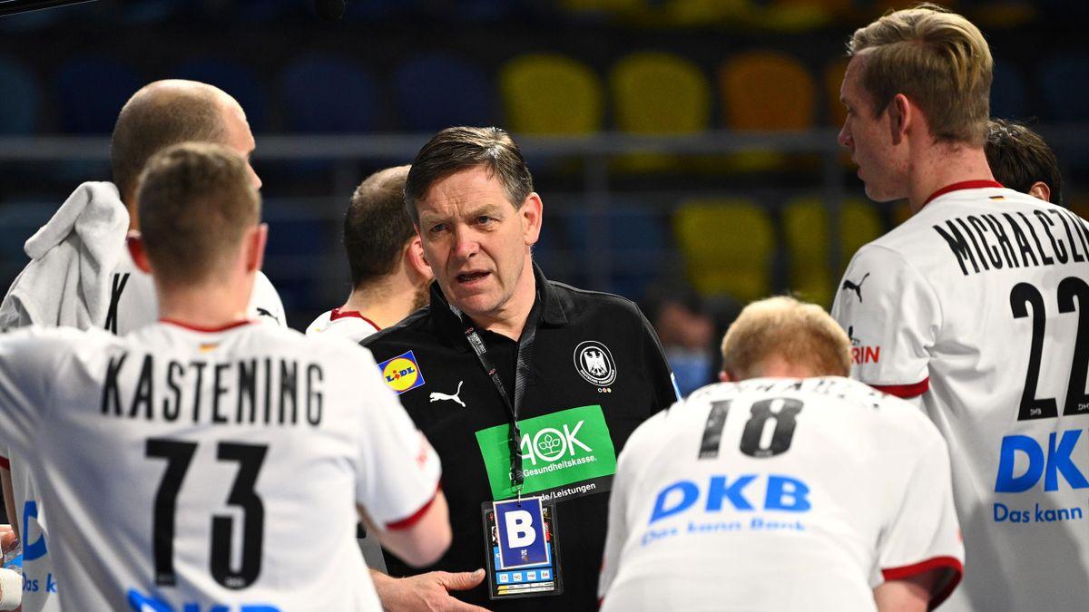 Bundestrainer Gislason mit den deutschen Spielern