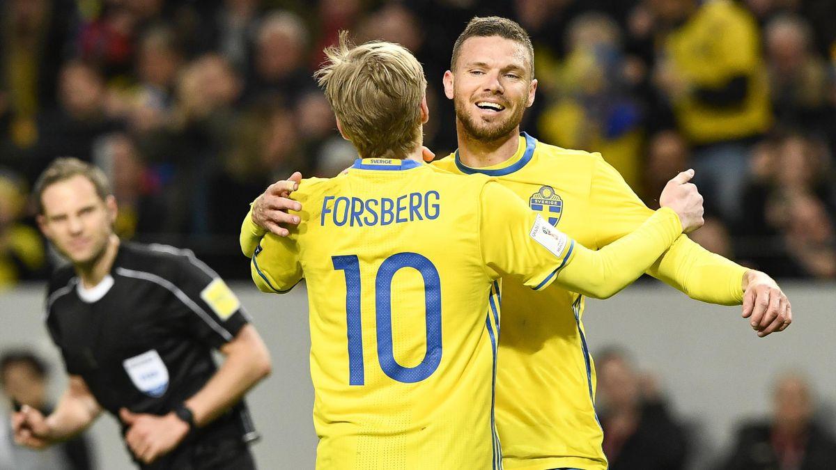 Marcus Berg og Emil Forsberg jubler for mål mot Hviterussland