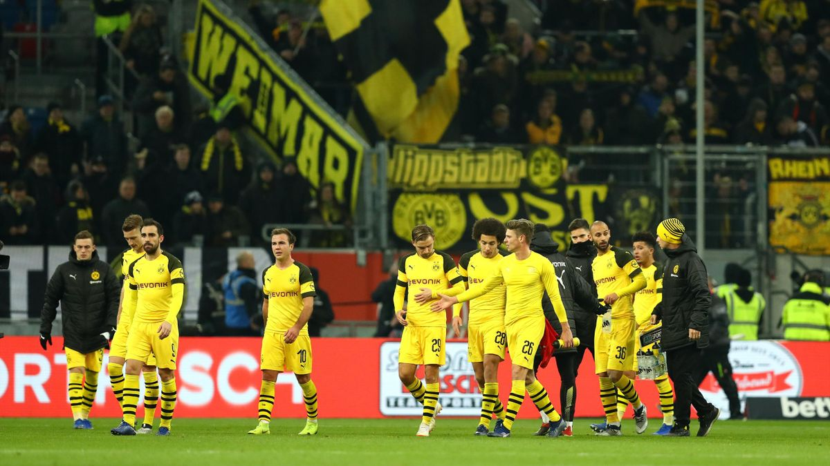 Borussia Dortmund players looks dejected following thier sides defeat in the Bundesliga match between Fortuna Duesseldorf and Borussia Dortmund at Esprit-Arena on December 18, 2018 in Duesseldorf, Germany.