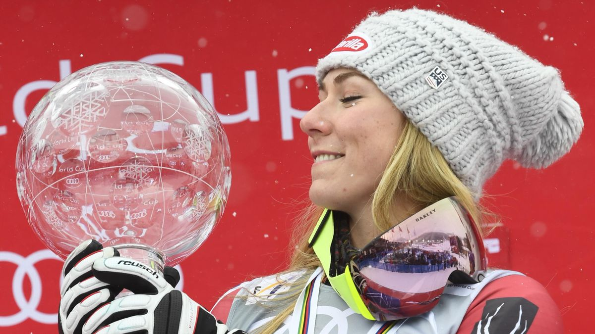ARE, SWEDEN - MARCH 18: Mikaela Shiffrin of USA wins the globe in the overall standings during the Audi FIS Alpine Ski World Cup Finals Women's Giant Slalom on March 18, 2018 in Are, Sweden