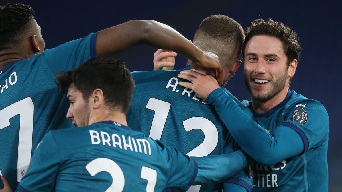 Ante Rebic abbracciato dai compagni dopo il gol del 2-1 all'Olimpico, Roma-Milan, Serie A 2020-21, Getty Images